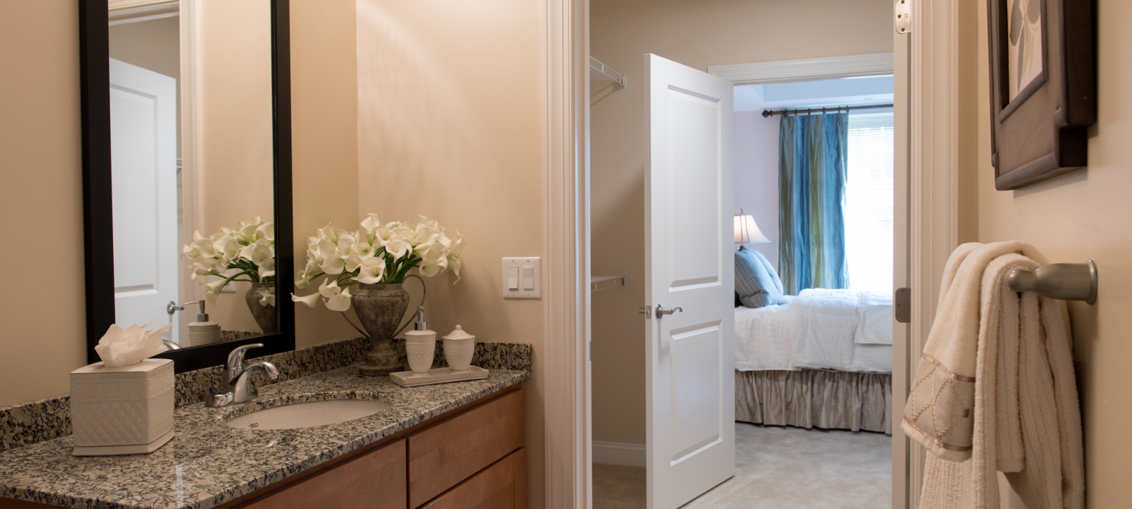 bathroom suite at Meridian at Eagleview apartments in Exton PA